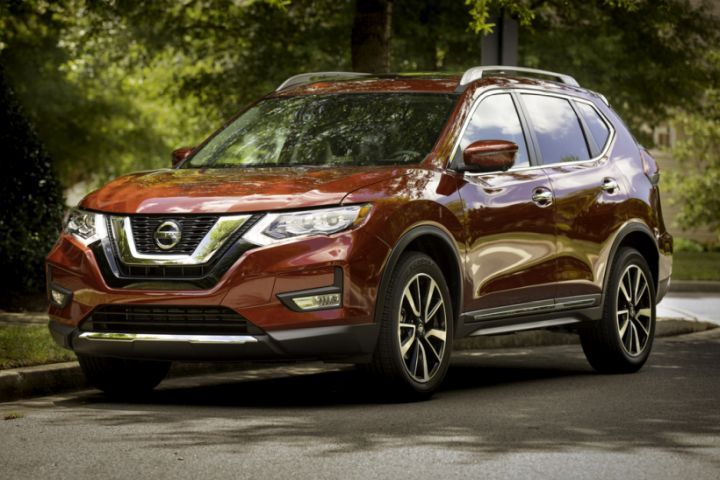 Nissan's 2019 Rogue adds new safety and driver assistance tech, and keeps the base model at 2018 pricing levels.