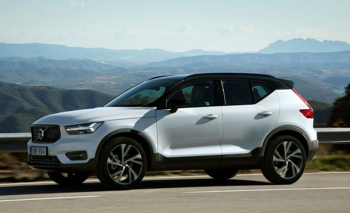 Volvo's XC40 has earned to top spot among Kelley Blue Book's best buy awards.
