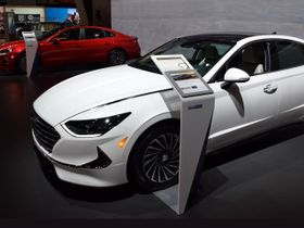 2020 Hyundai Sonata Hybrid Offers EPA Combined 52 MPG, Solar Roof Charging
