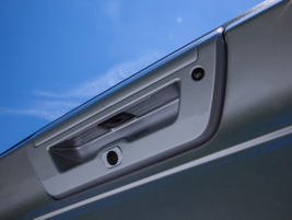Grooves in the tailgate handle: For ease of grip and use, grooves in the tailgate handle allow a...