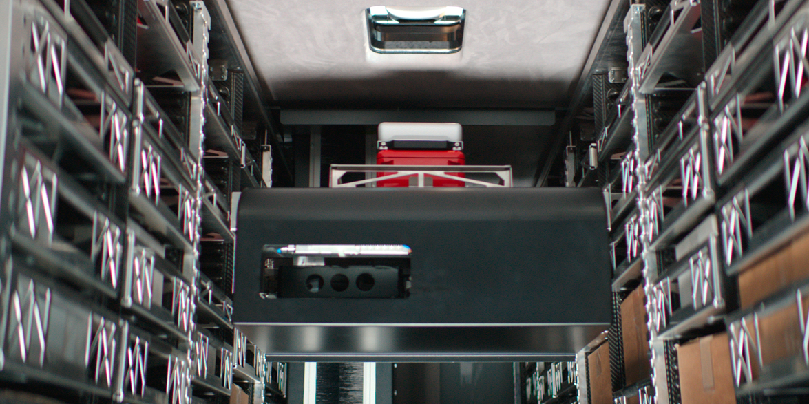 An automatic rack feeder passes the relevant package to the integrated drones.