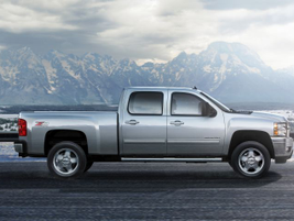 2007-2013: The second-generation Silverado on the GMT 900 platform added coil-over-shock front...