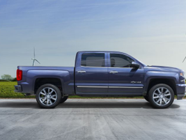 2014-2018: The third-generation Silverado (K2RC) add the CornerStep rear bumper.