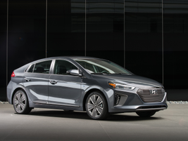 The Ioniq Hybrid and Ioniq Plug-in Hybrid both feature a new Kappa 1.6 direct-injected...