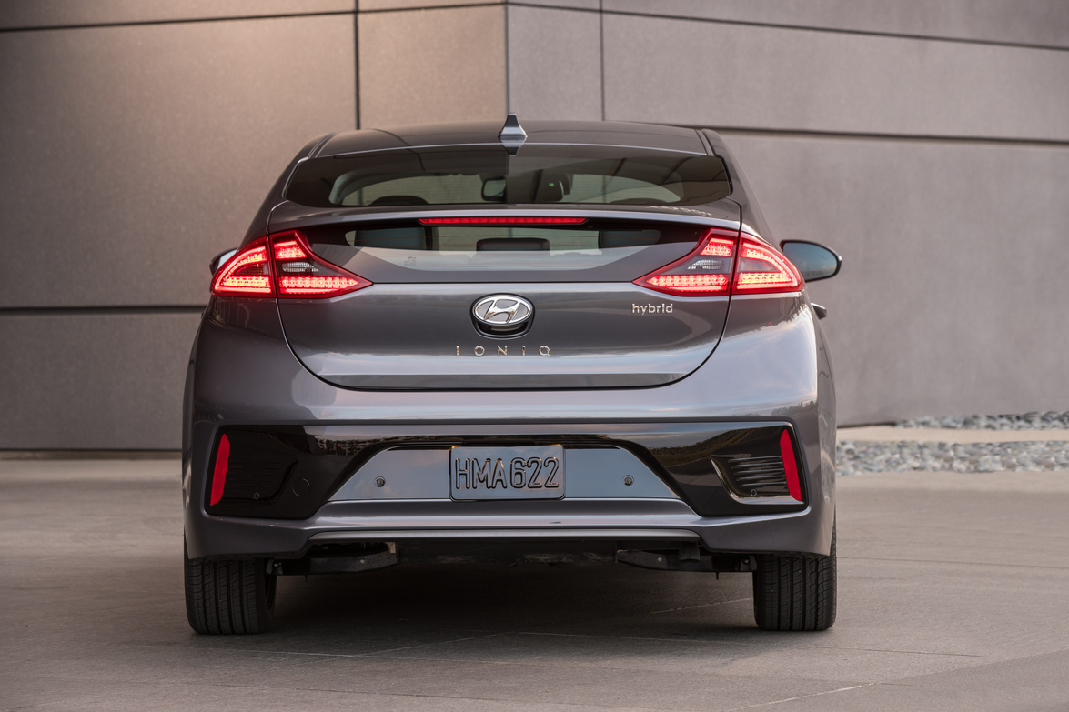 Ioniq Hybrid and Plug-in feature amulti-link rear suspension system with dual lower control arms.