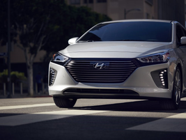 The Ioniq Hybrid and Plug-in both feature a six-speed EcoShift dual-clutch transmission.