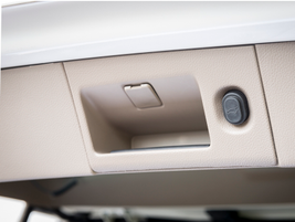 The power rear liftgate can be closed with the press of button.