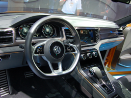 A look inside the cockpit of the Volkswagen CrossBlue Coupé Concept.