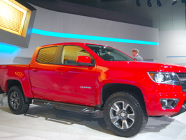 The mid-size Colorado will come standard with a 2.5L gasoline engine, which will produce 193 hp...