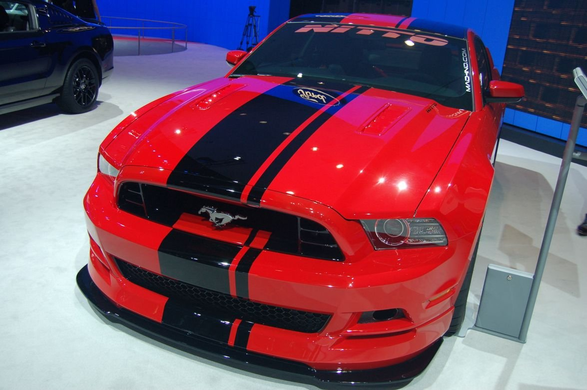 Ford Mustang's 2014 Shelby GT500 includes over-the-top Le Mans racing stripes.