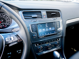 A 6.5-inch touchscreen displays back-upcamera views and other infotainment data.