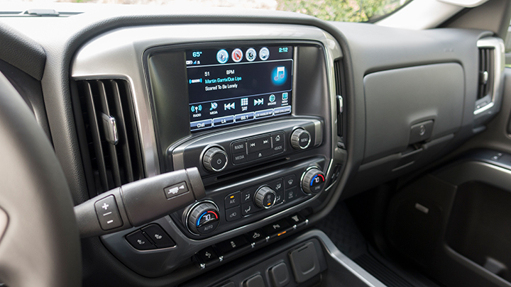 An 8-inch color touchscreendisplays the MyLink infotainment system.