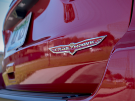 The vehicle carries the Trailhawk badge.