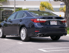 The 2016 ES350 delivers an EPA-rated 21 mpg in the city and 31 mpg on the highway.