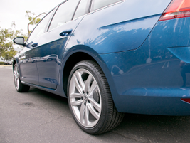 The SEL trim comes with 18-inch alloy wheels and all-season tires.