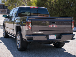 The Sierra's EZ Lift tailgate makes it easier to lift and lower the tailgate.