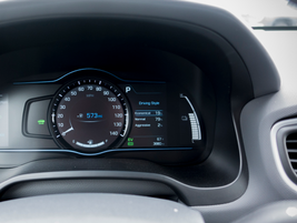 The instrument panel shows state of charge, percentages that track driving styles (Eco, Normal,...