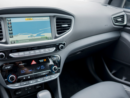 A 7-inch color touchscreen displays navigation, audio information, and other entertainment data.