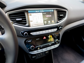 A 7-inch color touchscreen displays audio and navigation data.