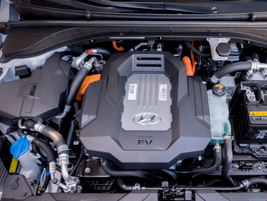 An 88-kWh motor fed by a 28-kWh lithium-ion battery produces 118 hp.