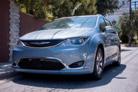 Chrysler's 2017 Pacifica PHEV