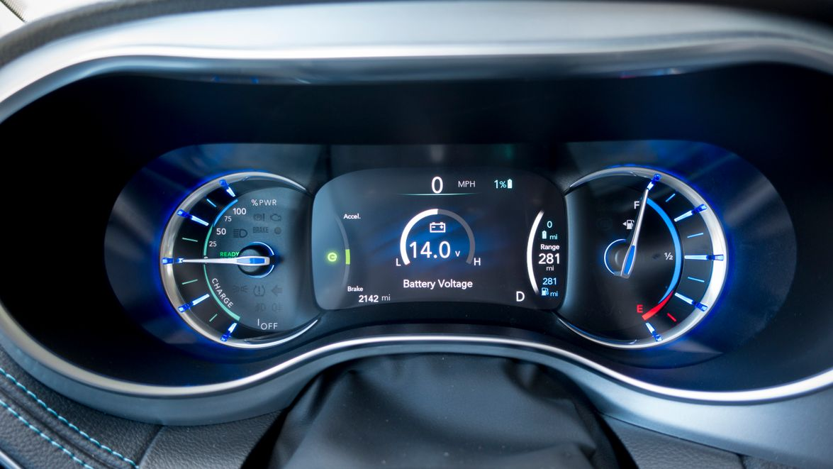 The instrument panel shows a range of operational data, including charging power and duration.