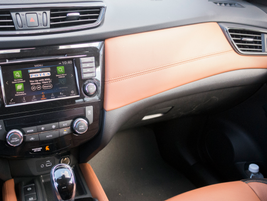 A 7-inch color display supports the NissanConnect infotainment system.