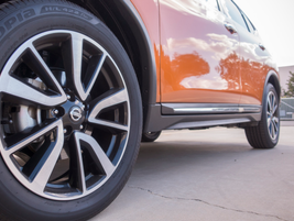 18-inch wheels are standard. This Rogue rides on 19-inch wheels.
