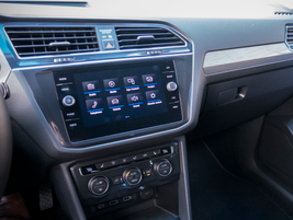 The SE offers an 8-inch glass touchscreen, an upgrade from the 6.5-inch screen on the base model.