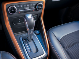 The shifter controls a six-speed SelectShift automatic transmission