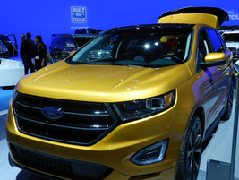 The 2015 Ford Edge comes with a standard 2.0-liter Ecoboost four-cylinder.
