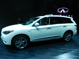 The 2015 Infiniti QX60 has a hybrid option.
