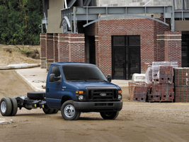 The E-350 cutaway model comes standard with the 5.4L V8 engine or an available 6.8L V10.