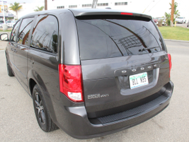 The Grand Caravan was initially offered as a long-wheelbase version of the Caravan.