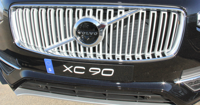 The XC90's first impression is helped by a more aggressive luxury grille.