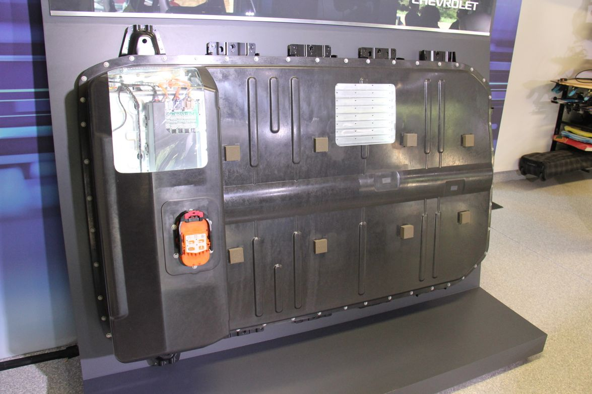 LG supplies a 60-kWh lithium-ion battery pack that weighs 946 pounds and lays flat on the chassis.