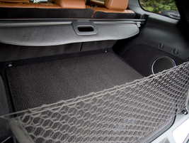 With the seats in place, the Grand Cherokee offers 36.3 cubic feet of cargo area.