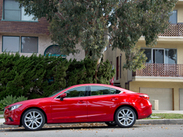 The 2016 model gets revised 19-inch wheels.