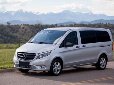 Mercedes-Benz is launching the Metris mid-size van for 2016.