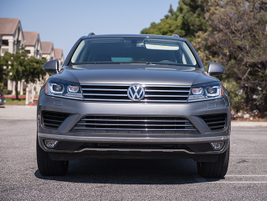 The 2016 Touareg includes 4Motion all-wheel drive and four-wheel independent suspension.