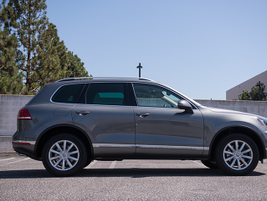 The Touareg is 188.8 inches in total length, making it slightly longer than the Audi Q5.