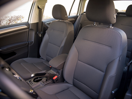 The S trim provides cloth seats.