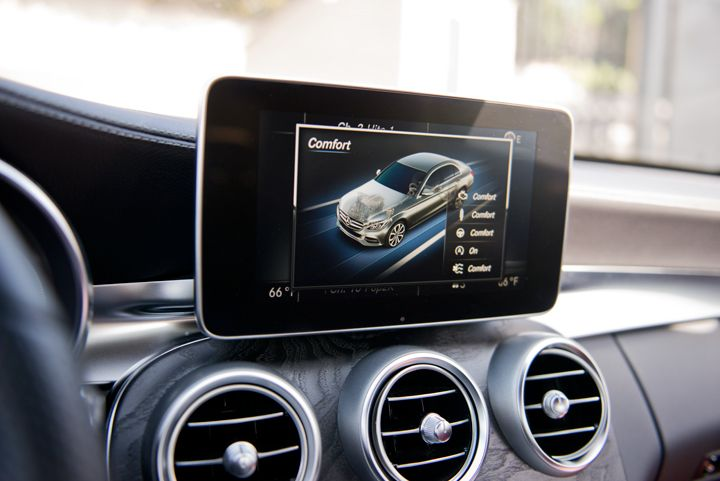 A new heads-up display features a 8.4-inch screen for the COMAND infotainment system.