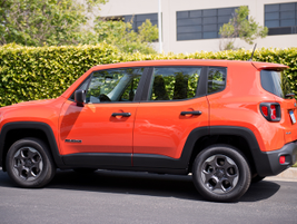 This Renegade is powered by a 1.4L inline-4 MultiAir turbo engine. It gets an EPA-rated 27 mpg...