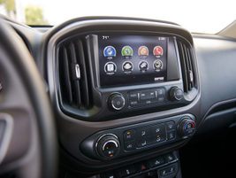 The Canyon includesan 8-inch touch screen with GM's Intellilink infotainment system.