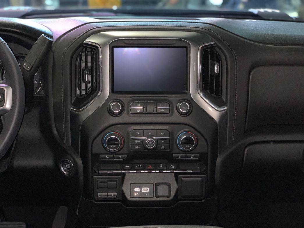 The infotainment system of the 2020 Silverado 2500HD LT trim.
