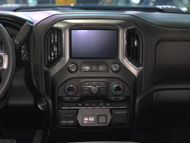 The infotainment system of the 2020 Silverado 2500HD LT trim.