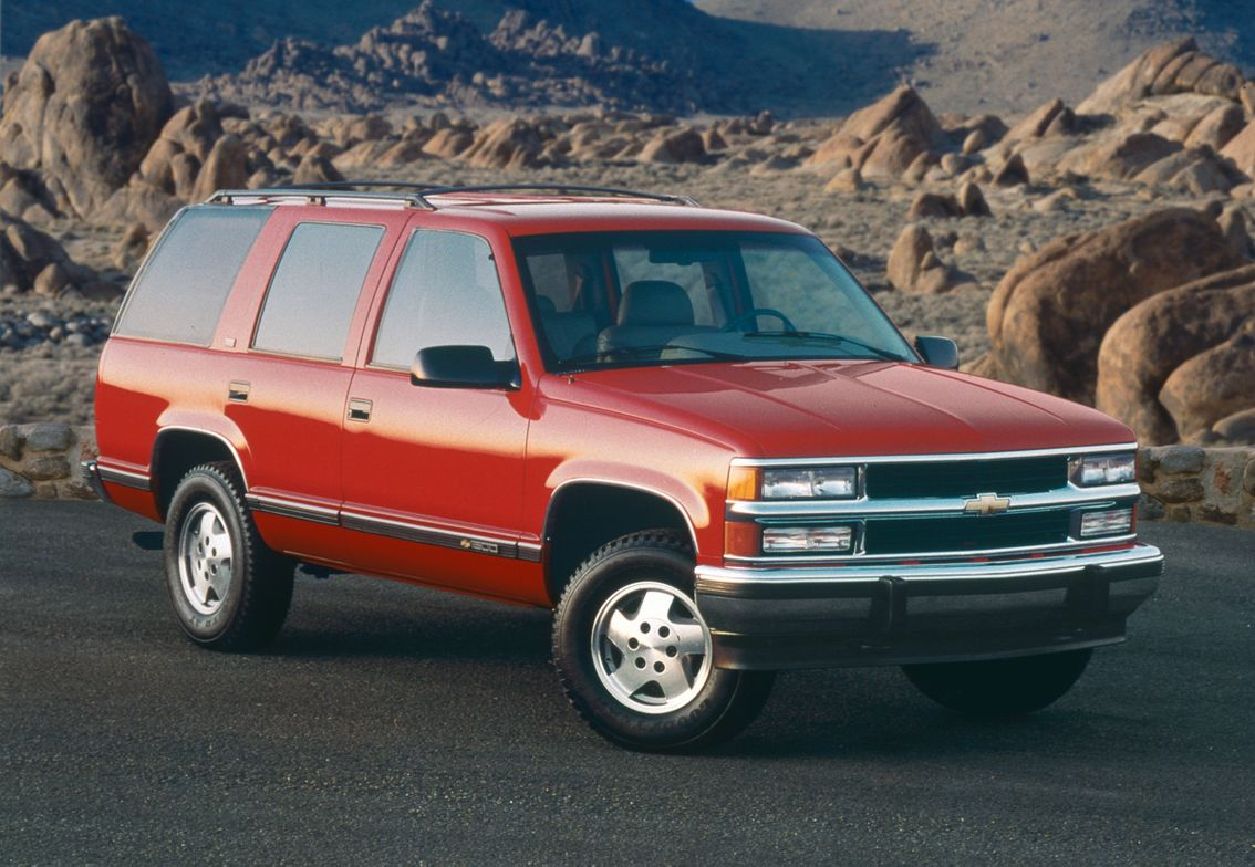 The 1995 Tahoe provided better maneuverability as a short-wheelbase truck with four doors.
