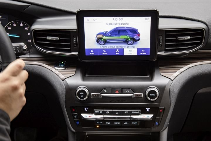 Drivers can view a graphic showing the charge and electric operation of the Explorer.