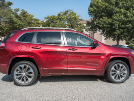 We tested the V-6-powered Cherokee that's paired with a nine-speed automatic transmission.